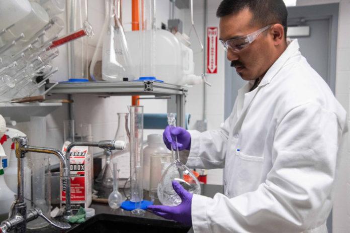 Первая в мире экспериментальная вакцина вступила во II фазу клинических испытаний